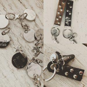Sleutelhangers en tashangers